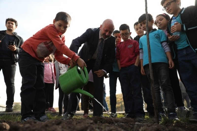 """Başkan Çolakbayrakdar, """"Hedefimiz; 5 Yılda 500 Bin Ağaç Dikmek"""""""
