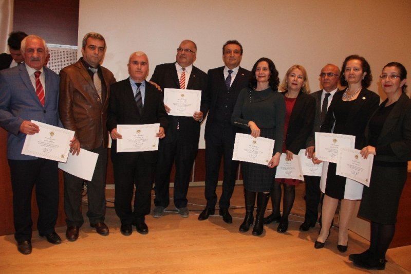 Mersin Adliyesi'nde 25 yılını tamamlayan 78 personele tebrik belgeleri verildi