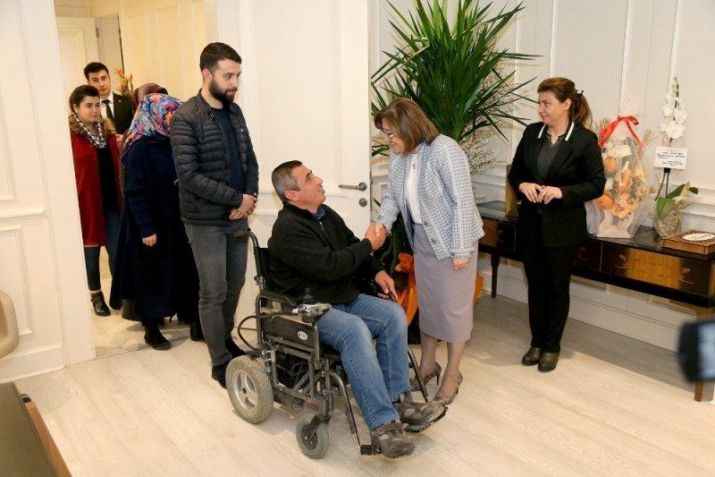 Fatma Şahin randevusuz görüşme uygulaması ile tebrikleri kabul ediyor