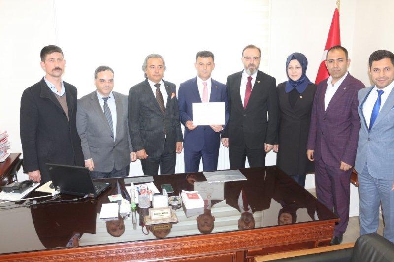 Kapaklı'nın ilk AK Parti'li başkanı mazbatasını aldı