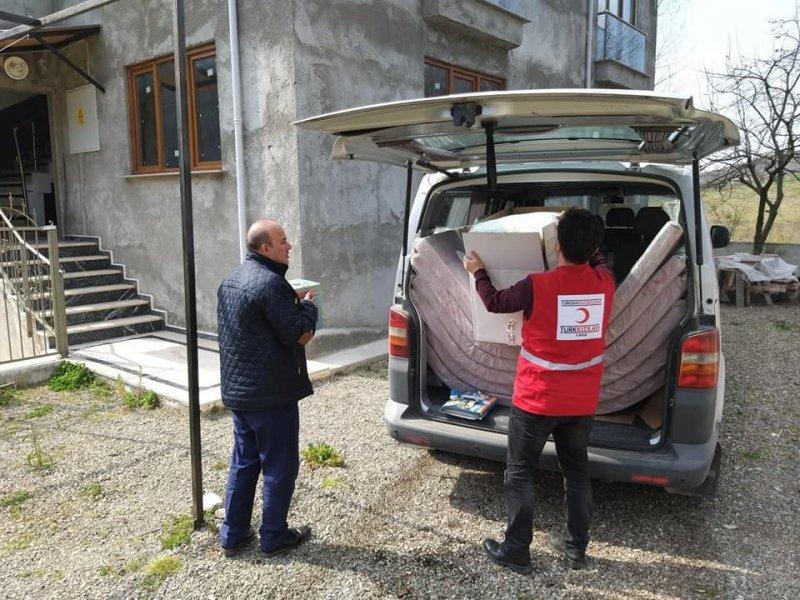 Kızılay, Cide'de yangınzedeleri yardımda bulundu