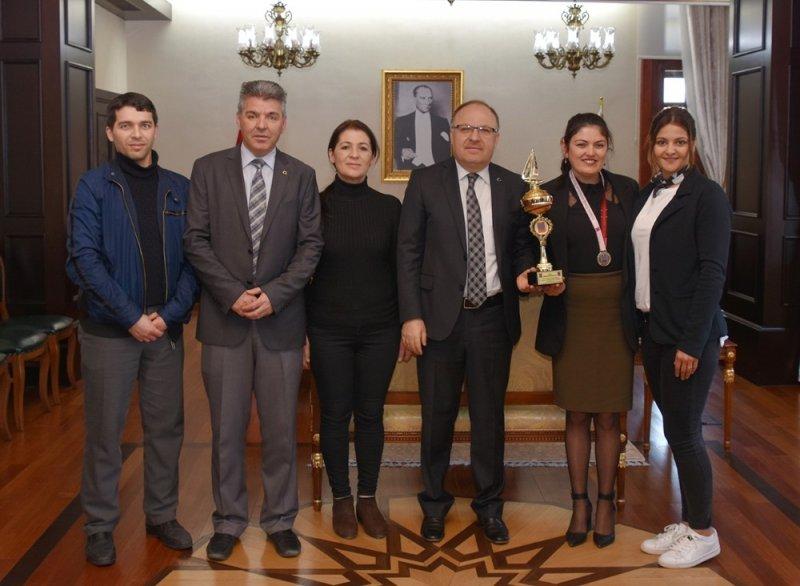 Görme Engelliler Yüzme Şampiyonasında Türkiye 2.'si Afyon'dan