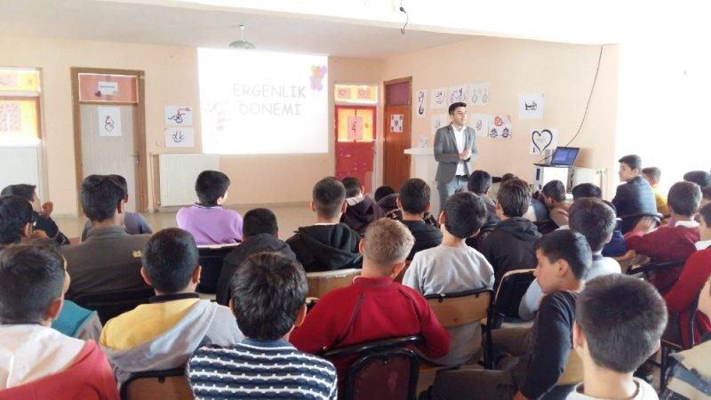 Öğrencilere ergenlik semineri verildi