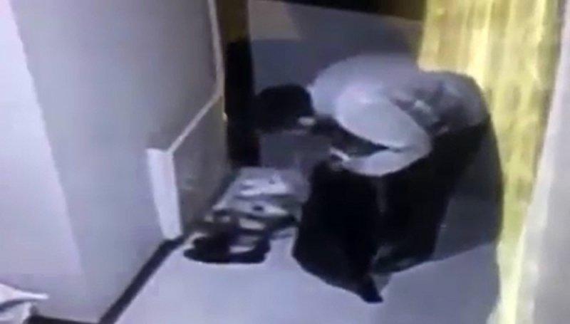 Gaziosmanpaşa'da ayakkabı hırsızları kamerada