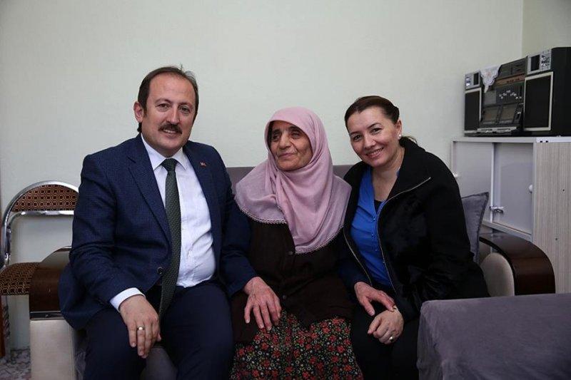 Vali Ali Hamza Pehlivan ve eşi Yıldız Pehlivan, Eryılmaz çiftini ziyaret etti