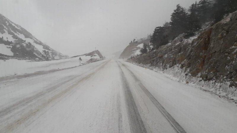 Antalya-Konya karayolunda kar yağışı trafiği aksattı