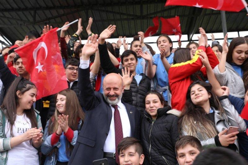"""Başkan Çolabayrakdar, """"Kocasinan'ın yıldızlarını geleceğe hazırlıyoruz"""""""