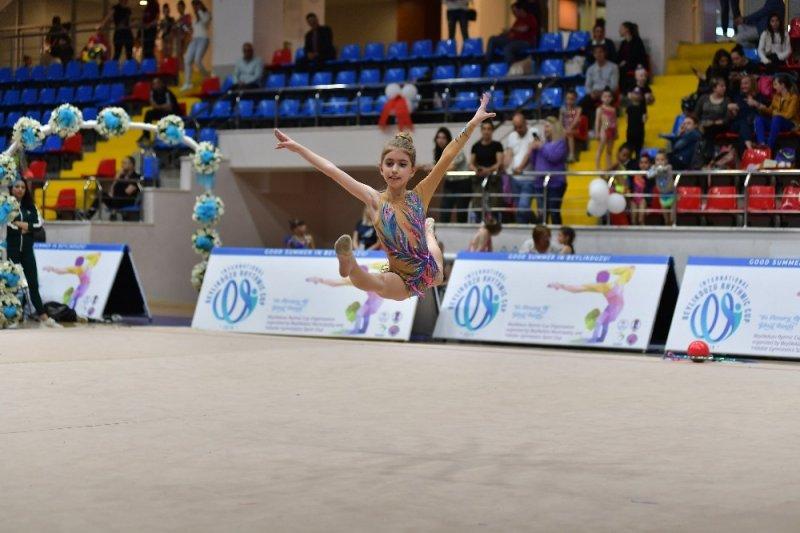 8 ülkeden 300 sporcu Gönül Şanda anısına yarıştı