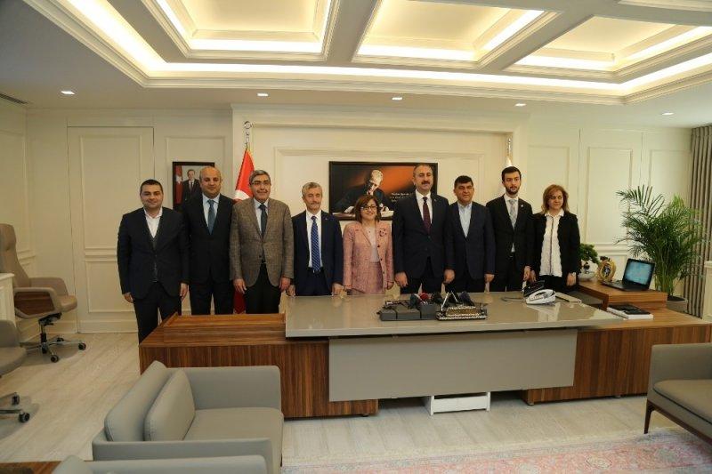 Bakan Gül'den Belediye Başkanlarına ziyaret
