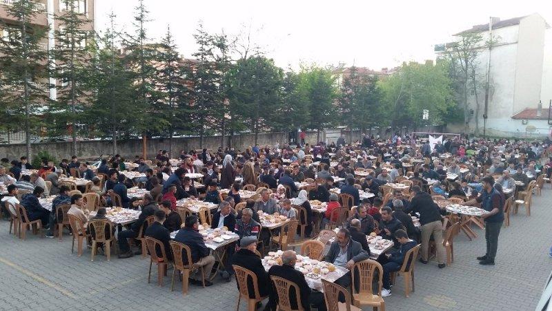 Kulu'da Bin 200 kişiye iftar yemeği verildi.