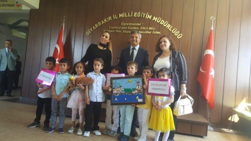 Minik öğrenciler öğretmenleri ile birlikte Milli Eğitim Müdürü Taşçıer'i ziyaret etti
