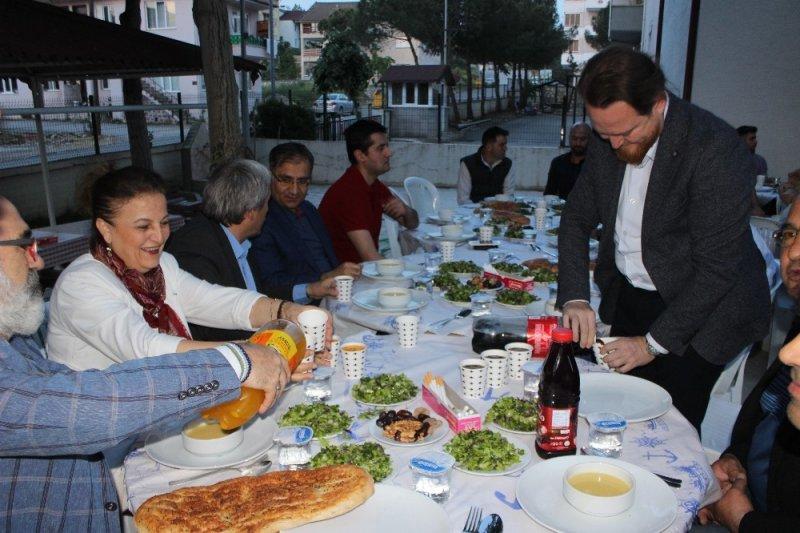 Güvenlik Kuvvetlerini Kalkındırma ve Dayanışma Derneği'nden iftar yemeği