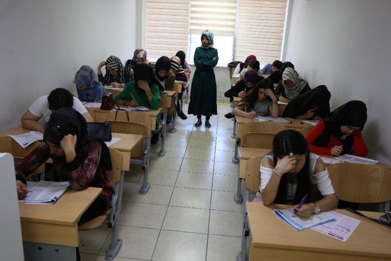 Haliliye'de öğrenciler sınavlara hazırlanıyor