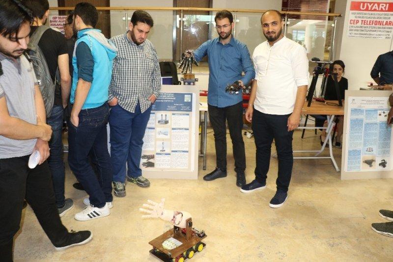 Ülkelerindeki savaş mağdurları için 'Robotik Yürüyen El' yaptılar