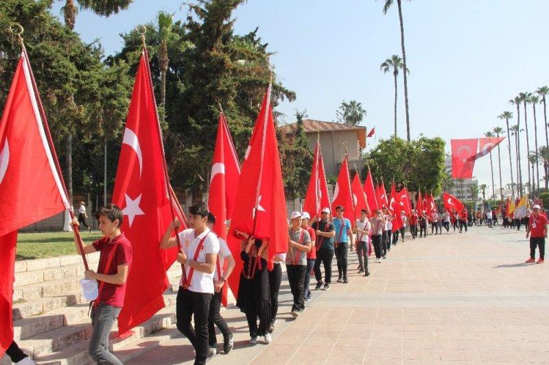 Gençlik Haftası 'Gençlik Yürüyüşü' ile başladı