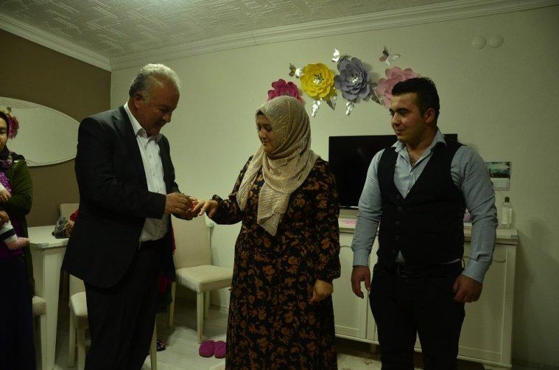 Başkan Şahin, önce kız istedi sonra yüzükleri taktı