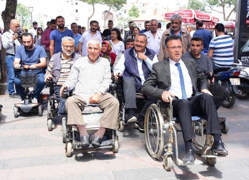 Başkan Öküzcüoğlu tekerlekli sandalyede