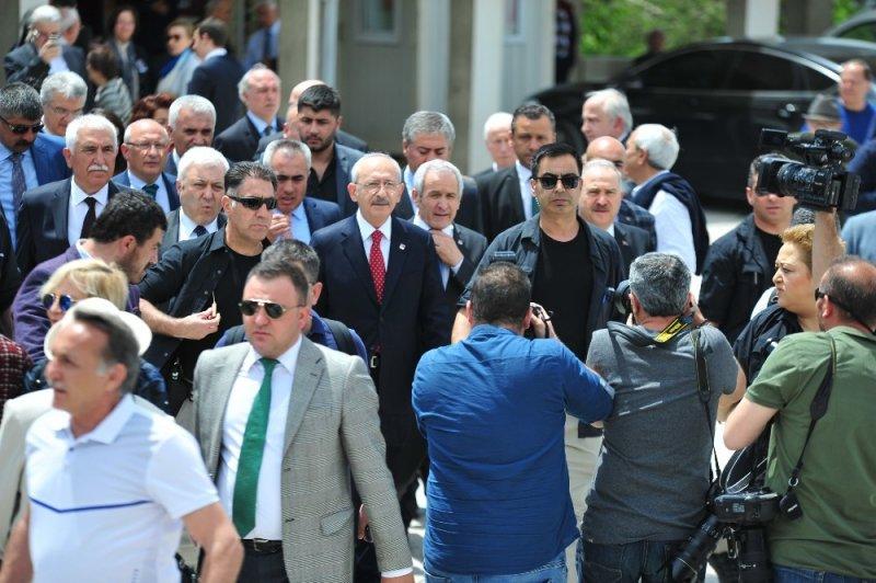 Anayasa Mahkemesi Onursal Başkanı Özden'in eşi sol yolculuğuna uğurlanıyor