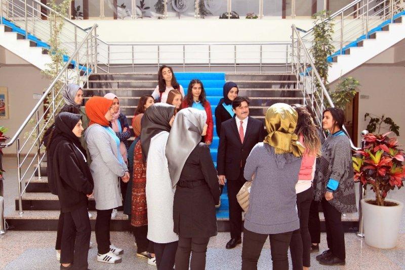Lise öğrencileri BEÜ'yü gezdi