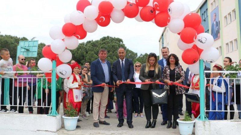 Biga'da Yeniçiftlik Ortaokulu TÜBİTAK 4006 Bilim Fuarı açıldı