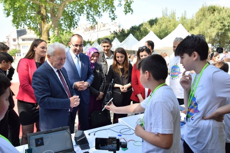 Lapseki Plevne Orta Okulunda Bilim Fuarı Sergisi açıldı