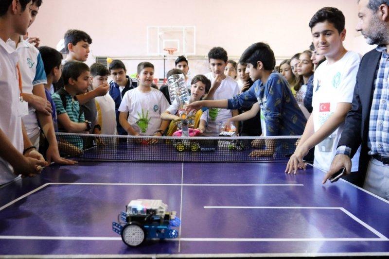 Diyarbakır'da öğrenciler teknolojide hünerlerini sergiledi