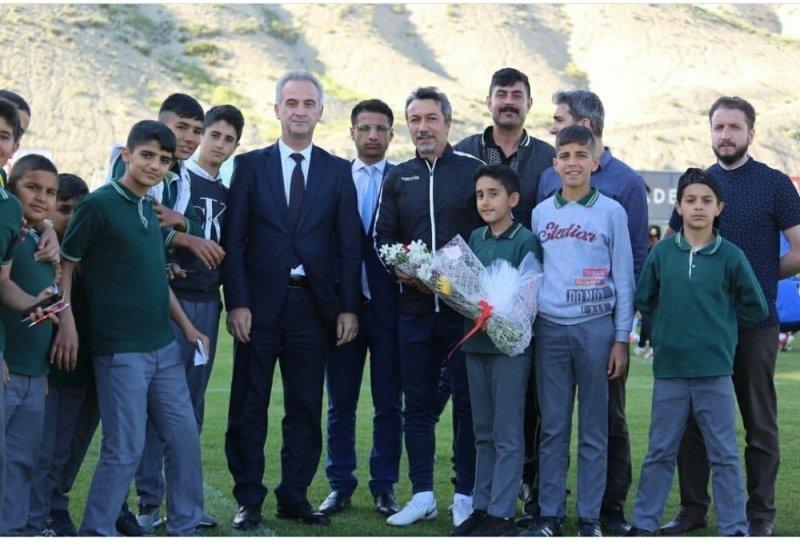 Öğrencilerden Yeni Malatyaspor'a moral ziyareti