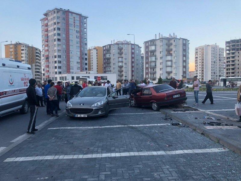 Yakut Mahallesi'nde trafik kazası: 3 yaralı