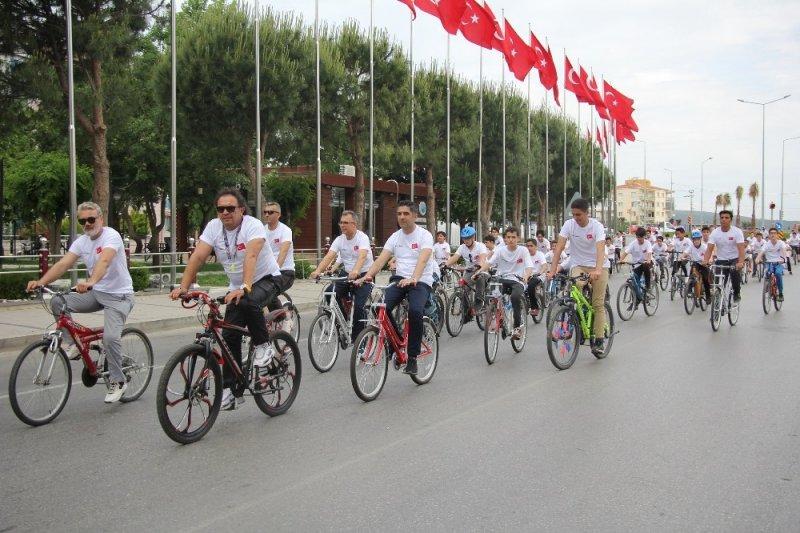 Başkan Kayalar, öğrencilerle bisiklet sürdü