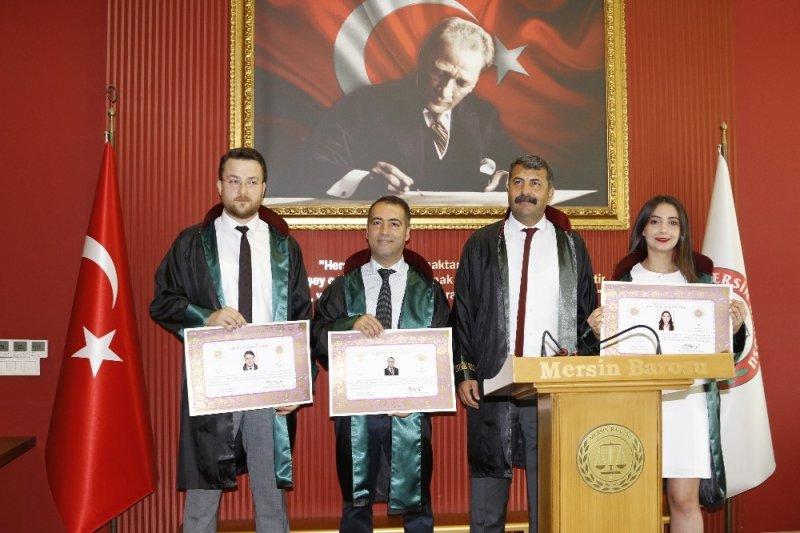Mersin'de stajyer avukatlar yemin edip cüppe giydi