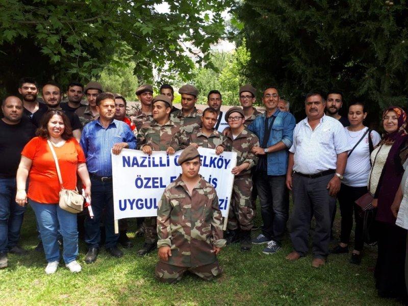 Başkan Özcan engelli gençleri askere uğurladı