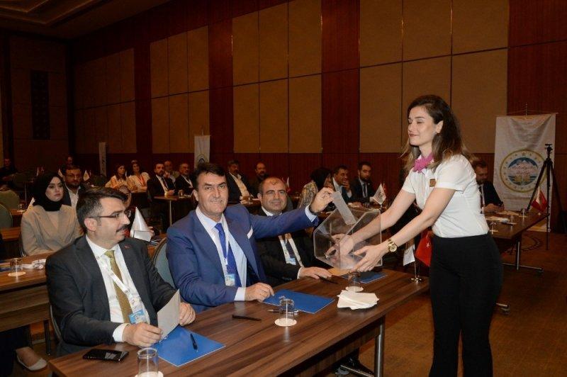 Mustafa Dündar güven tazeledi
