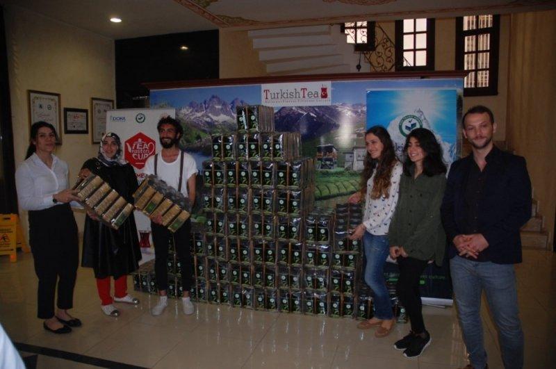 Çay demleme yarışmasında dereceye girenler ödüllerini aldı
