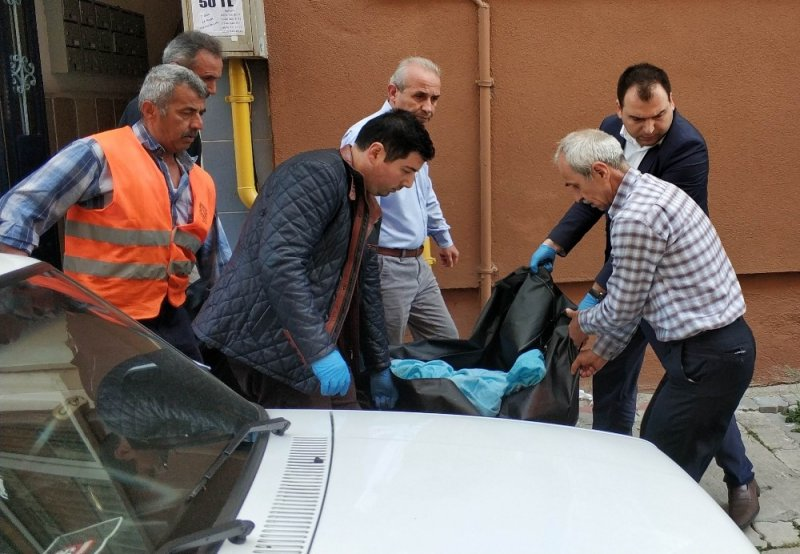 Koca dehşetindeki cenazeler otopsi için morga kaldırıldı
