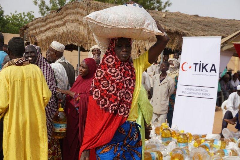 TİKA'dan Nijer'de bin aileye gıda yardımı