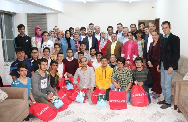 Başkan Say ve Başdanışman Orhan, işitme engelli öğrencilerle iftar buluştu