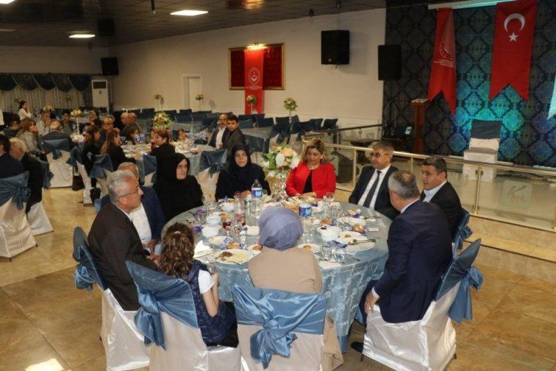 Vali Gürel, şehit aileleri ve gazilerle iftar yemeğinde bir araya geldi