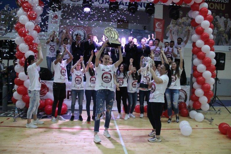 Süper lige yükselen basketbol takımına coşkulu kutlama