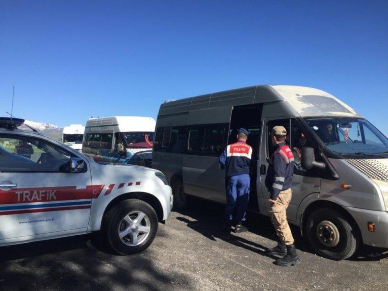 Jandarma ekiplerinden servis araçları denetimi