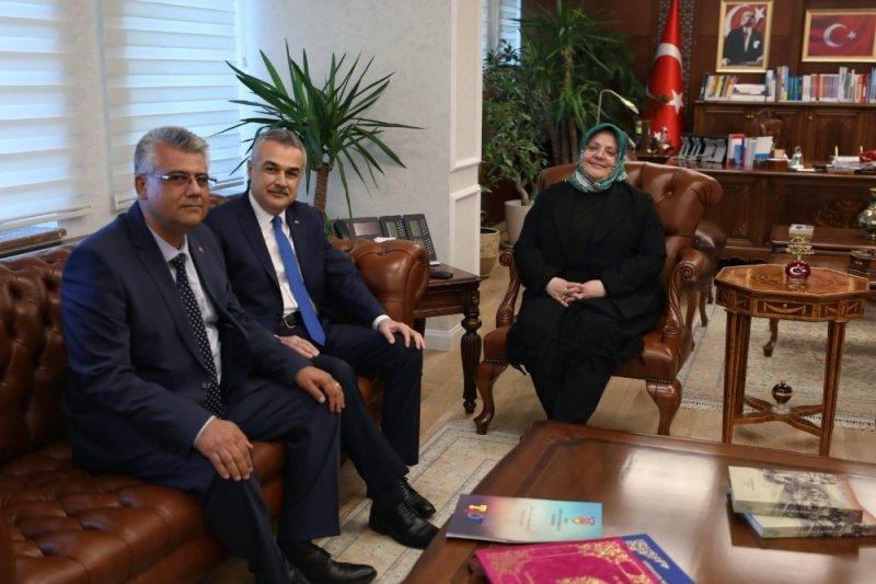 Başkan Cengiz şoförlerin sorunlarını Bakan Selçuk'a iletti