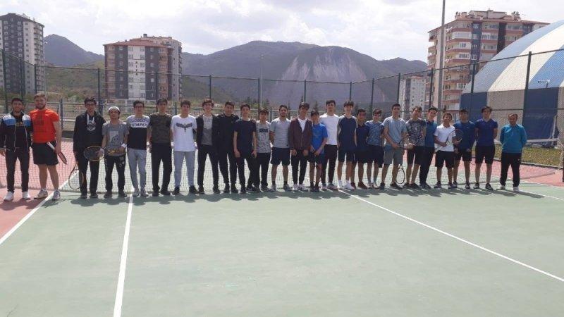 19 Mayıs Gençlik Kupası Tenis İl Birinciliği devam ediyor