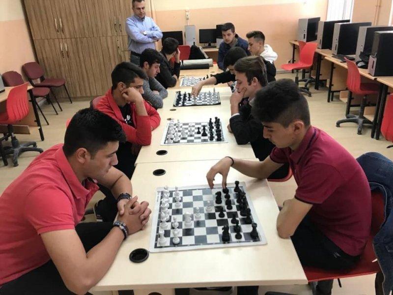 Hisarcık 15 Temmuz Şehitleri Anadolu Lisesi'nin satranç başarısı