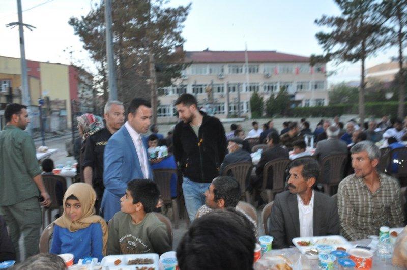 Bulanık Kaymakamından 700 kişiye iftar yemeği