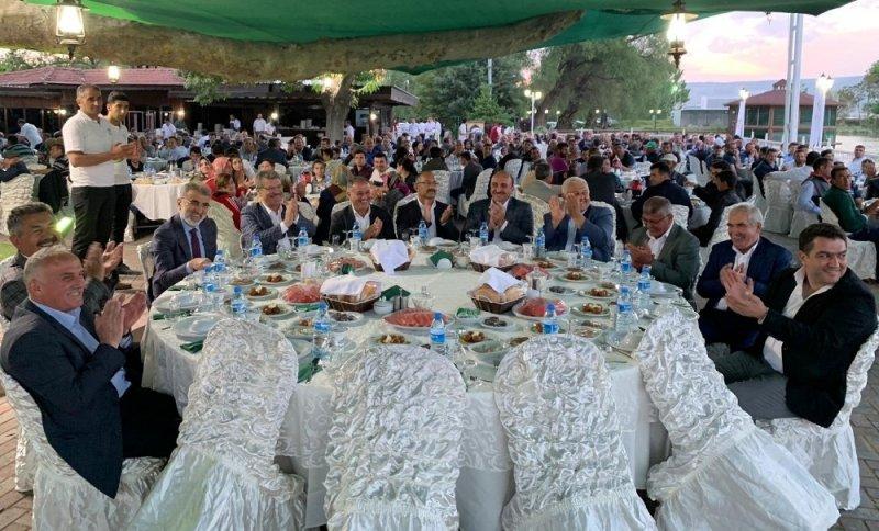 Şeker Gölünde kurulan şeker sofrasına Kayseri ve Bünyan'dan bin 500 çiftçi katıldı