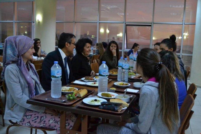 Kaymakam Yücel, Efe-Ayşe yurdunda iftar yemeğine katıldı