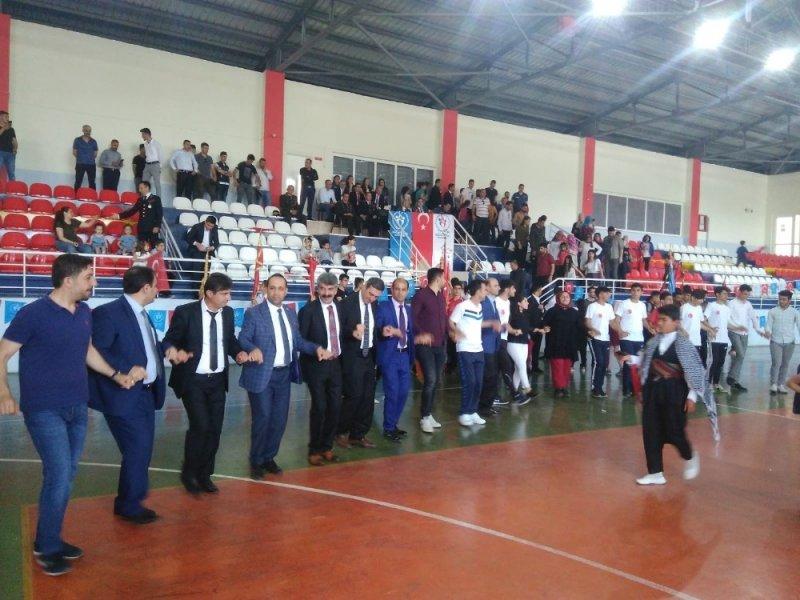 Sason'da 19 Mayıs Kürtçe müzik ve halaylarla kutlandı