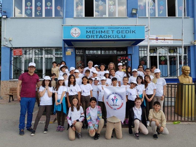 Yabancı dili oyunla öğreten proje kardeşliği
