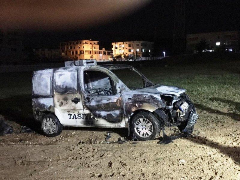 Cizre'de park halindeki araç yandı