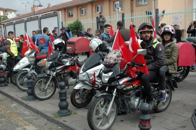 Motosikletli kuryelerden 19 Mayıs korteji