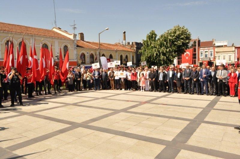Edirne'de 19 Mayıs Gençlik ve Spor Bayramı coşkuyla kutlandı